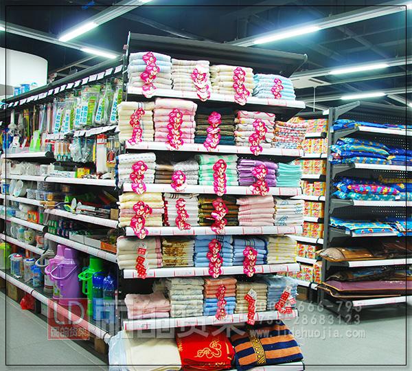 """或许到这你就会说,质量、款式与价格是鱼与熊掌,不可兼得,其实一些大的超市货架厂家的货架价格也不是高不可攀的。如今消费者对生活质量的要求越来越高,消费者的整体消费形态已从以往的""""物美价廉""""""""节衣缩食""""发展到了今天""""个性购物""""""""健康购物""""""""快乐购物""""以至于""""享受购物""""""""体验购物""""""""感受购物""""的高度。宽松的空间,舒适的环境"""