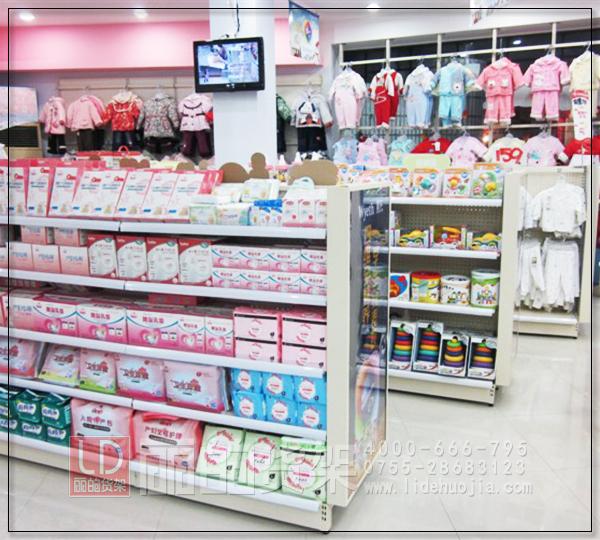 母婴店童装货架的陈列